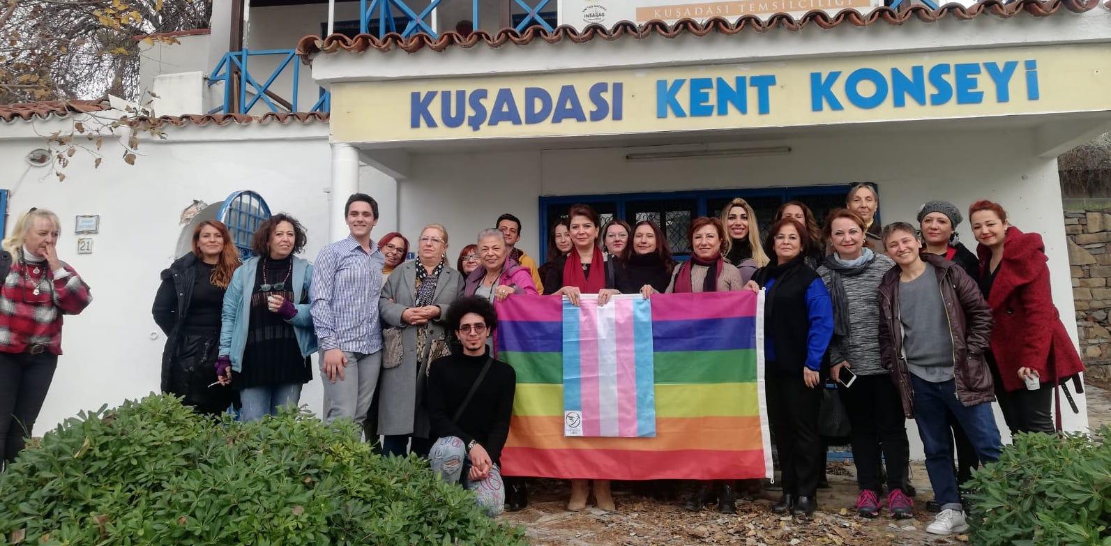 Kuşadası'nda LGBTİ+ hakları konuşuldu, Eylül Cansın anıldı